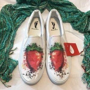 Soul Kix Strawberry White Canvas Loafers NWT 11